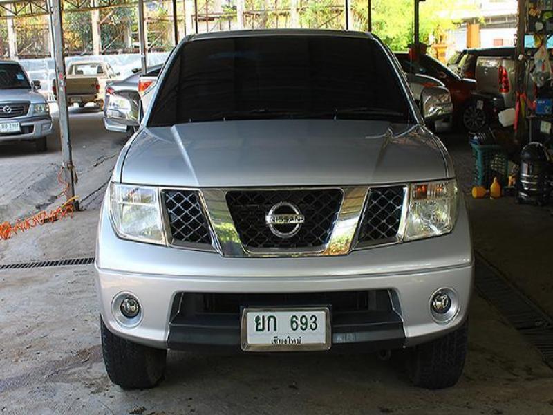 NAVARA CAB 2.5 SE